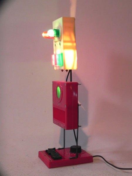 Batavale. Robot bataille navale lumineux. Jouet démonté et recomposé. Vintage, rouge, beige, vert.