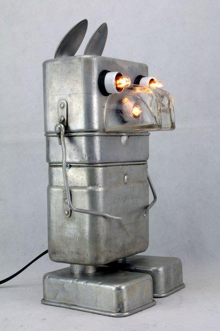 Fakimo. Animal japonisant en aluminium. Assemblage de gamelles