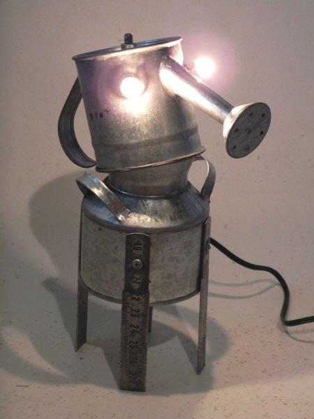 Galmetrem. Sculpture assemblage métal galvanisé. Composition: mini arrosoir, mini pot, morceaux de mètre de charpentier.