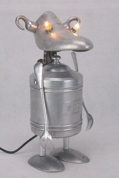 Monthe. Assemblage d'objets en aluminium. Composé d'un pot à THE, un embauchoir MONDIAL N2, 2 cuillères...