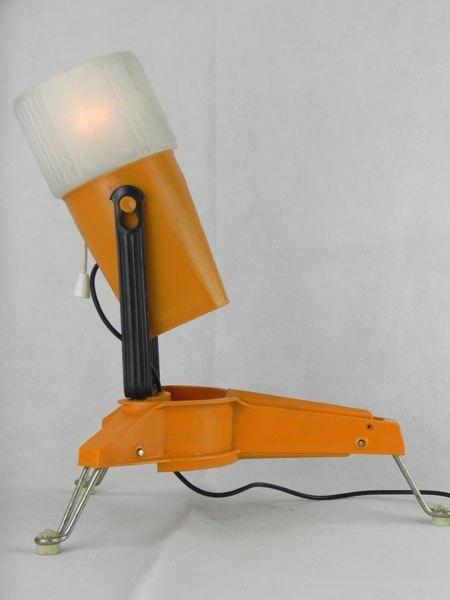 Moulimazda. Assemblage lampe et rappe, plastique orange.