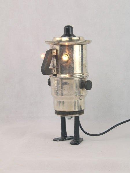 Nomar. Sculpture service à café en argent. Assemblage d'un filtre, une tasse, un couvercle et deux petits supports.