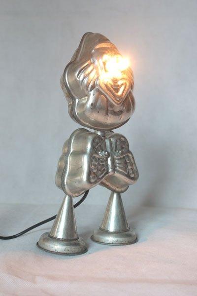 Patown, Personnage rigolo et lumineux en moules à gâteaux en forme de clown et papillon, cônes, mini-moules couronne.