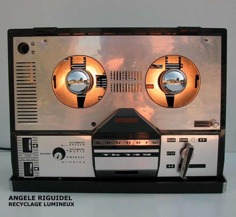 Magnétophone détourné. Sculpture lumineuse, objet design
