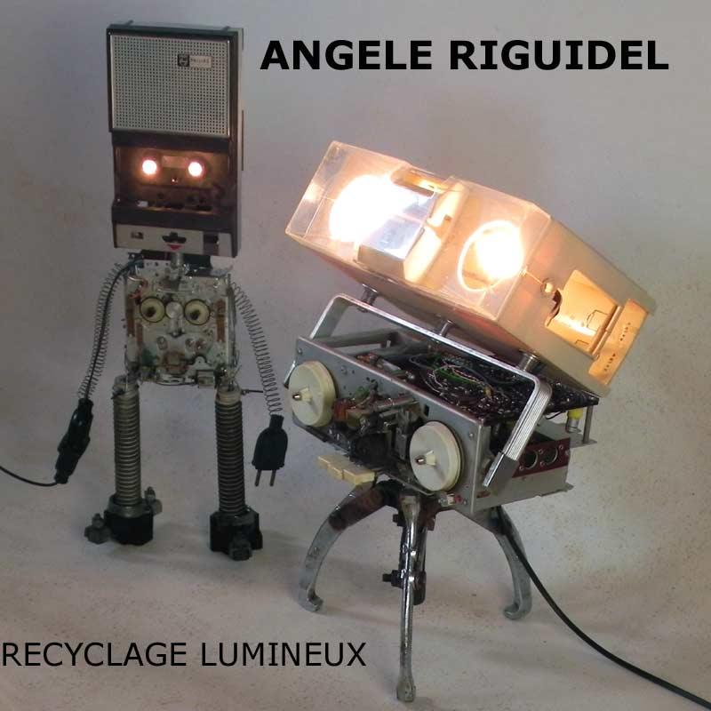 Robots sculpture. Magnétophone, radio. Objets détournés