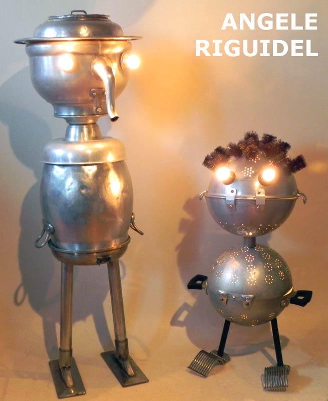 personnages en aluminium, passoires, bouilloires, gamelles, bigoudis. Lampes sculptures