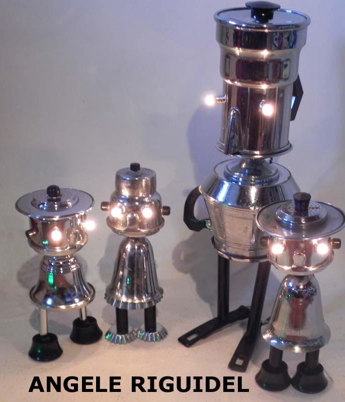 personnages avec pots, filtre, cafetière, sucrier en métal chromé. Lampes