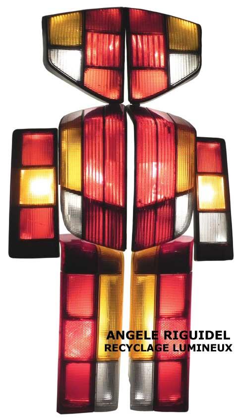 Sculpture Robot rouge, assemblage de feu arrière de voiture, lumière