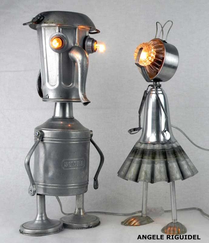 Sculpture Robots aluminium. Personnages lumineux. Cafetière, pot, moule à gâteaux, tasse..., Assemblage d'objets en aluminium.