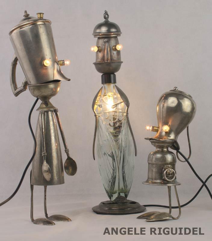 Sculpture personnages lumineux. Service de table métal argenté, étain, flacon en verre. Assemblage d'objets.