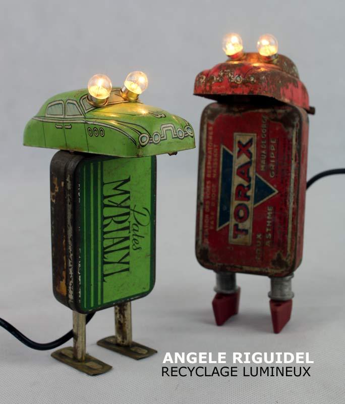 Sculpture assemblage objet détournés, jouets, voiture en fer, boites anciennes médicaments,