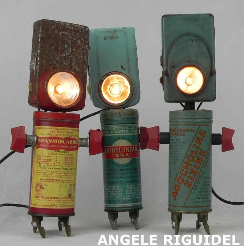 personnages objets détournés, lampes de poche et boites de médicaments. objets anciens