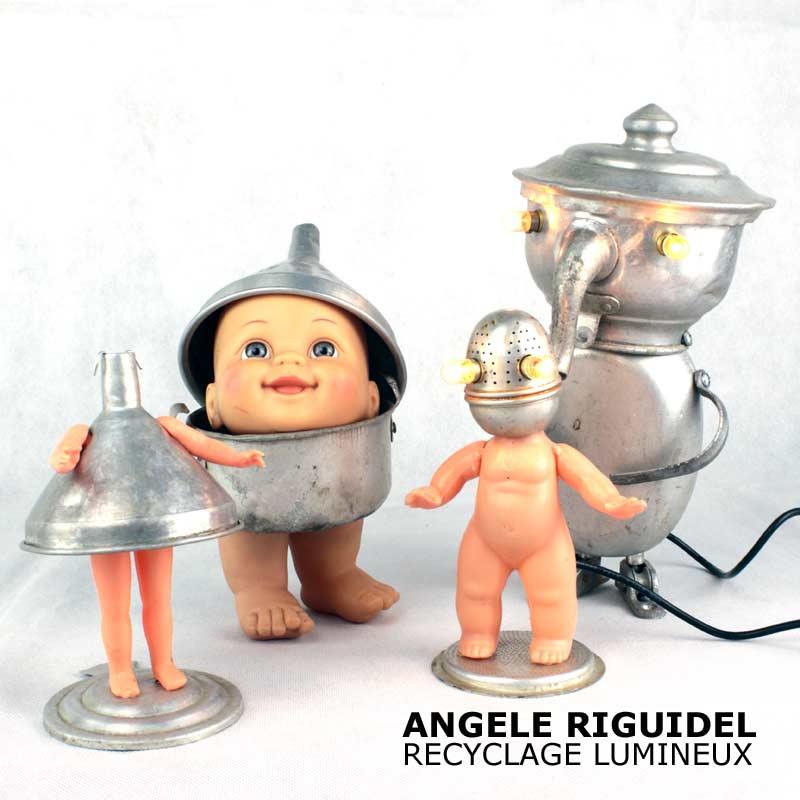 Sculpture. Assemblage dînette en aluminium et poupées