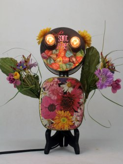 Sculpture lumineuse florale avec boite de bonbon et de chocolat.