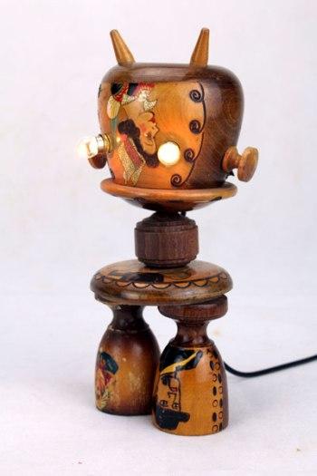 Singe lumineux souvenir breton. Assemblage d'objets souvenir de bretagne