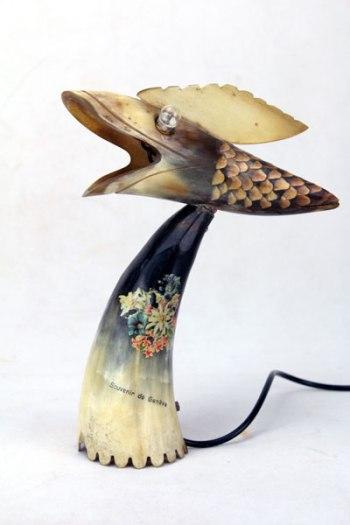 Sculpture étrange en corne.