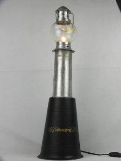 Phare lumineux par assemblage: seau à champagne, lanterne, tube en aluminium.