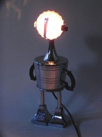 Sculpture lumineuse service à café avec sucrier, ramequin, filtre et deux morceaux de coupe de sport.