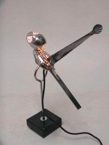 Sculpture oiseau lumineux pince et boule à thé.