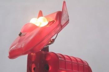 """Animal lumineux à corne rouge, assemblage d'objets. jouet, pistolet à souder HS, décapsuleur """"Varillon"""". Rouge. Recyclage et détournements."""