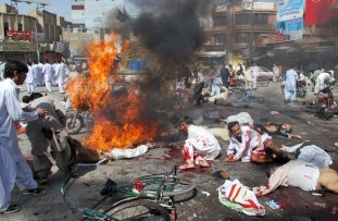Pakistani injured blast victims and dead
