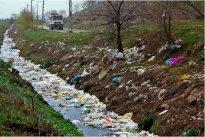migrants trash