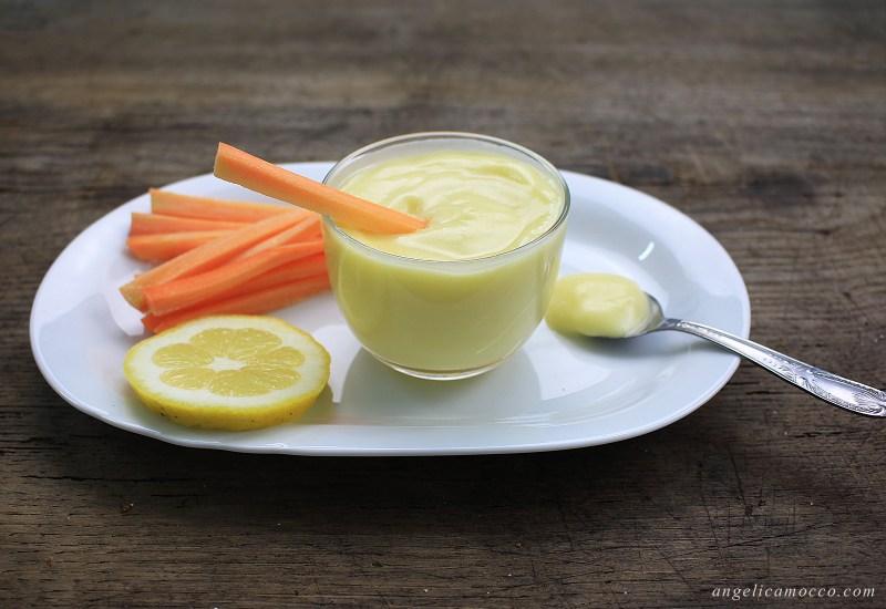 maionese vegana con latte di mandorla