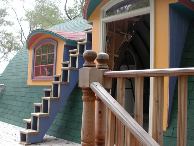 9) 2010, exterior, detail
