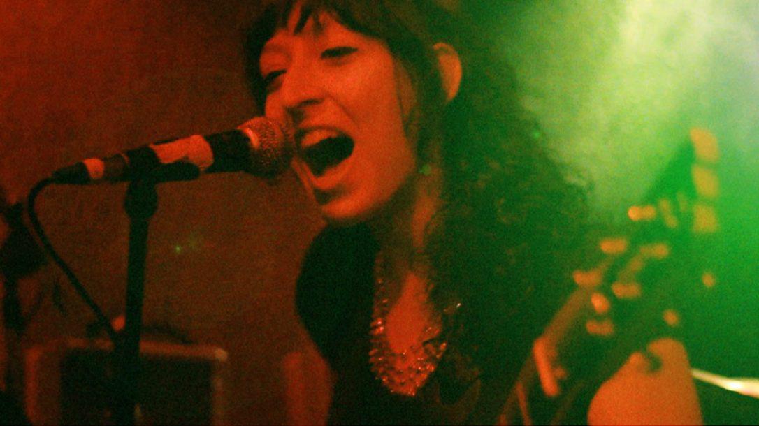 Die Neue - seit April 2013 ist Annick Manoukian an Gitarre, Gesang und Bass Mitglied von Angelika Express.