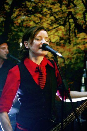 Rotes Hemd gegen Fototapete - Köln, Schlafzimmerkonzert