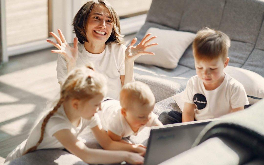 Jak pogodzić pracę zdalną z opieką nad dzieckiem?