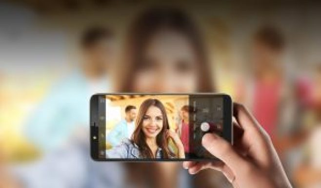 13 MP Cameras / 720 x 1440 pixels Display