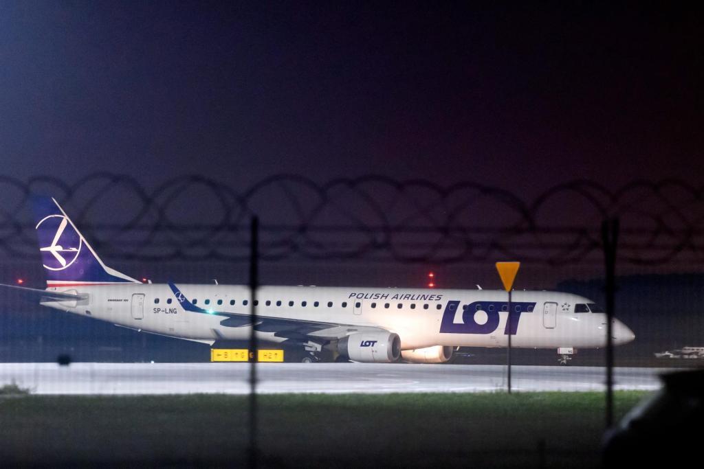 El aeropuerto de Kabul reanuda los vuelos nacionales