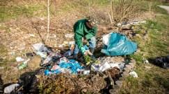 Fleißige Helfer beseitigen den Müll...