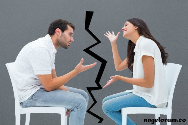 modes of communication - couple arguing