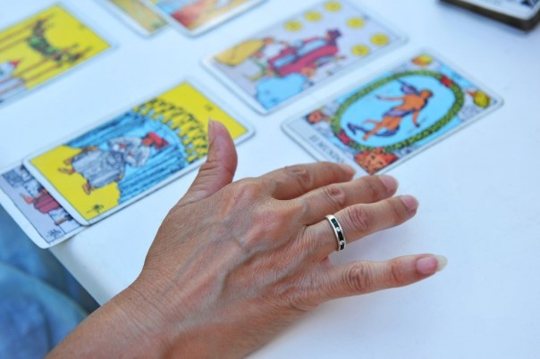 What is a holistic Tarot reading?