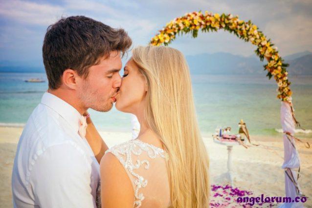 couple married on the beach