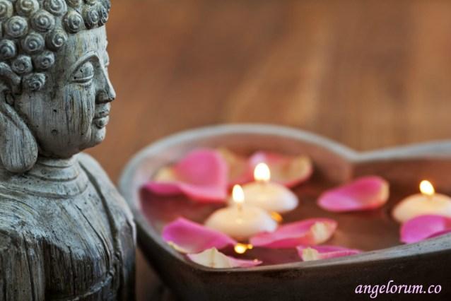 Buddha with heart-shaped bowl