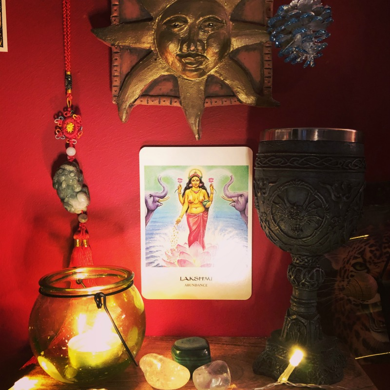 how to create a prosperity altar and the top 10 money abundance tarot cards with affirmations