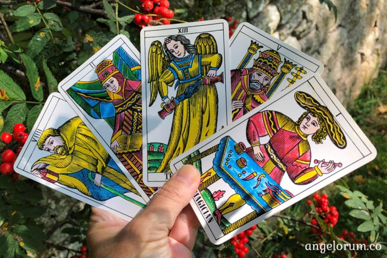 5 strange facts about the tarot