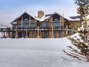 Luxury Lease –  5BR/4.5BA Home with Stunning Surrounding Views.  Available February 6, 2018.