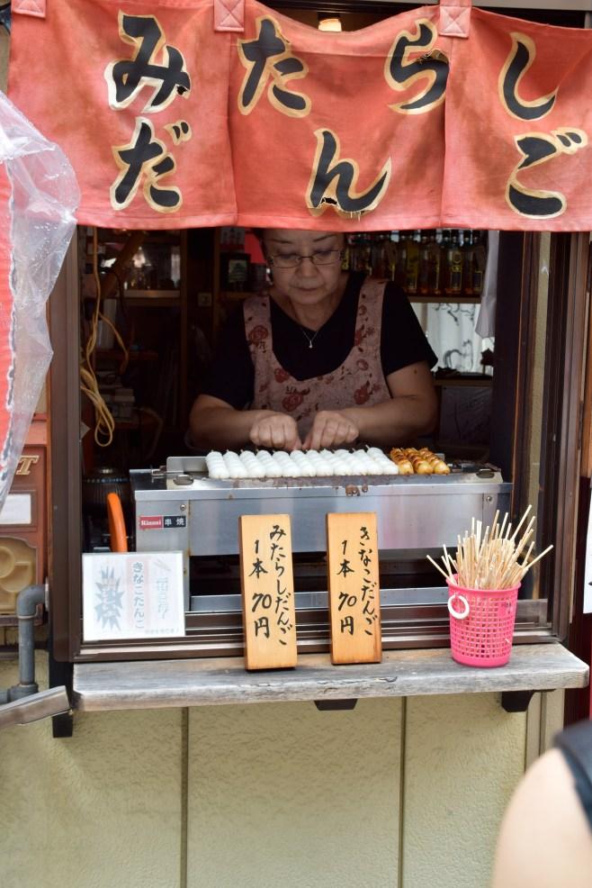 Tienda de Onigiri en Takayama