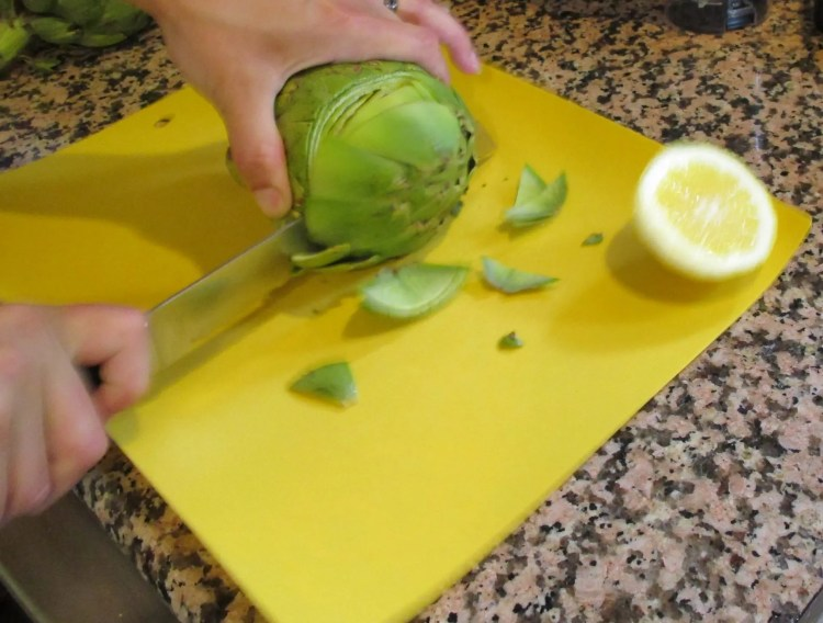cutting top off artichoke