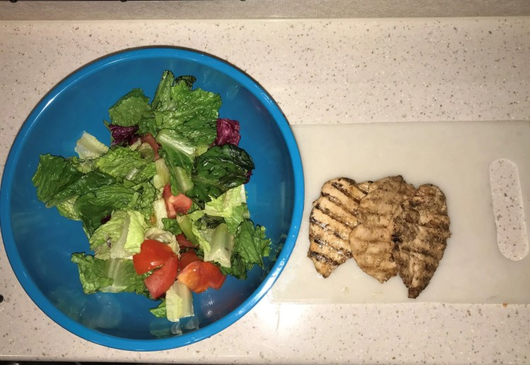 salad chicken with bbq with lemon