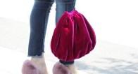 懐かしの巾着袋がトレンド!? 人気上昇中の旬バッグをチェック!