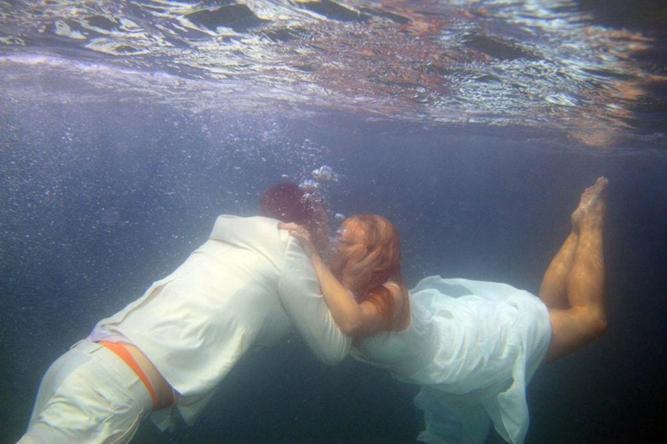 underwater-wedding-photos-13