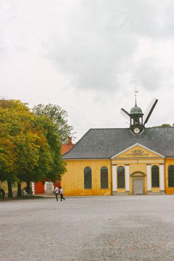 Maison jaune de la forteresse