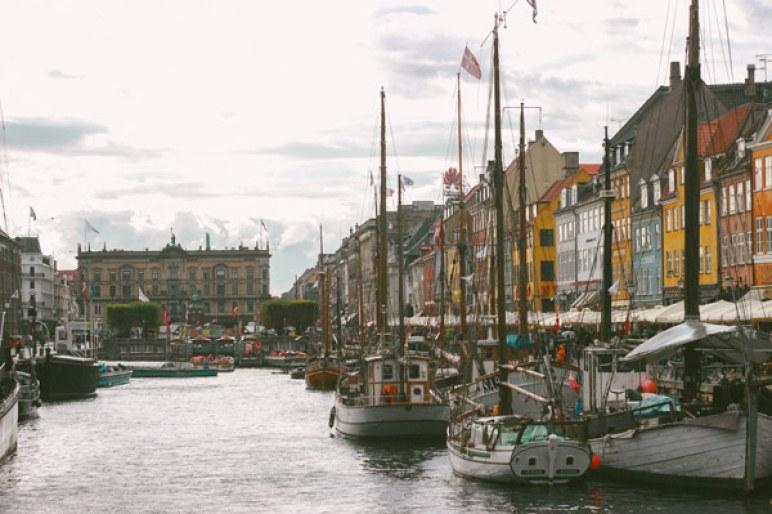 Vu de l'autre côté du port de Nyhavn