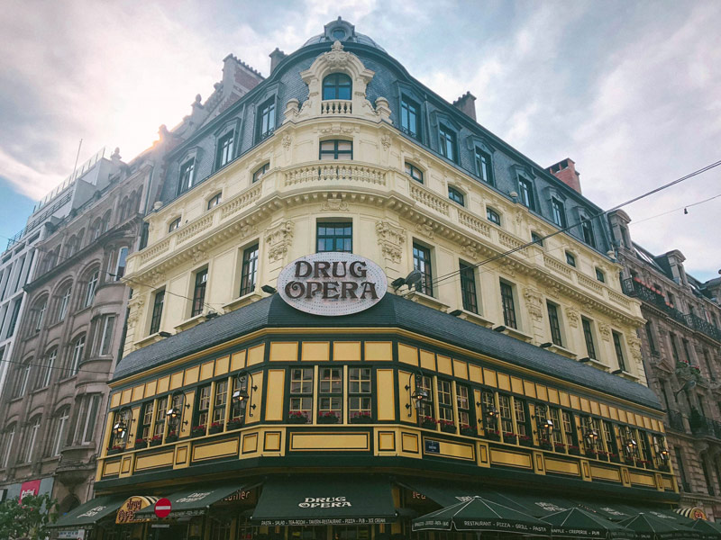 La devanture du drug opéra de Bruxelles