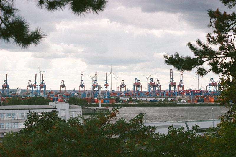 Le bord d'Hamburg depuis les hauteurs